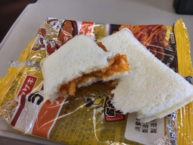 ランチパックの名古屋風ナポリタンを食べてみる