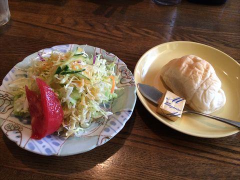 マーサーズキッチンのサラダ+パン