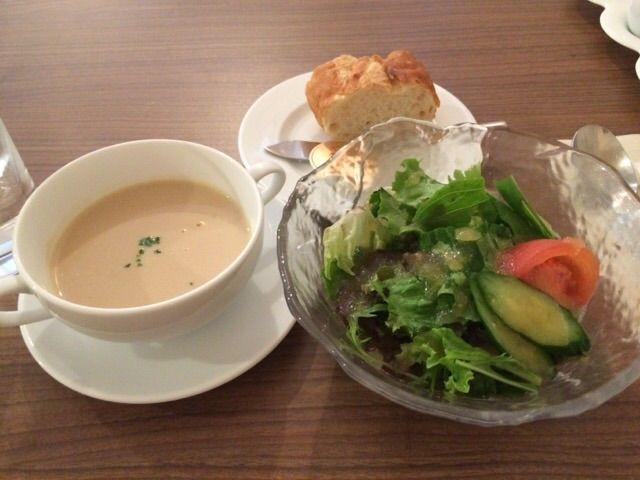 サラダにスープにバゲット付!