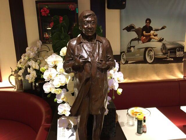 裕次郎の銅像