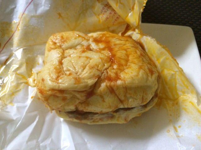 モスバーガーのぬれバーガーナポリタン風味を開ける