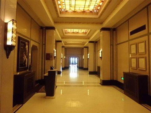 和平飯店のロビー階