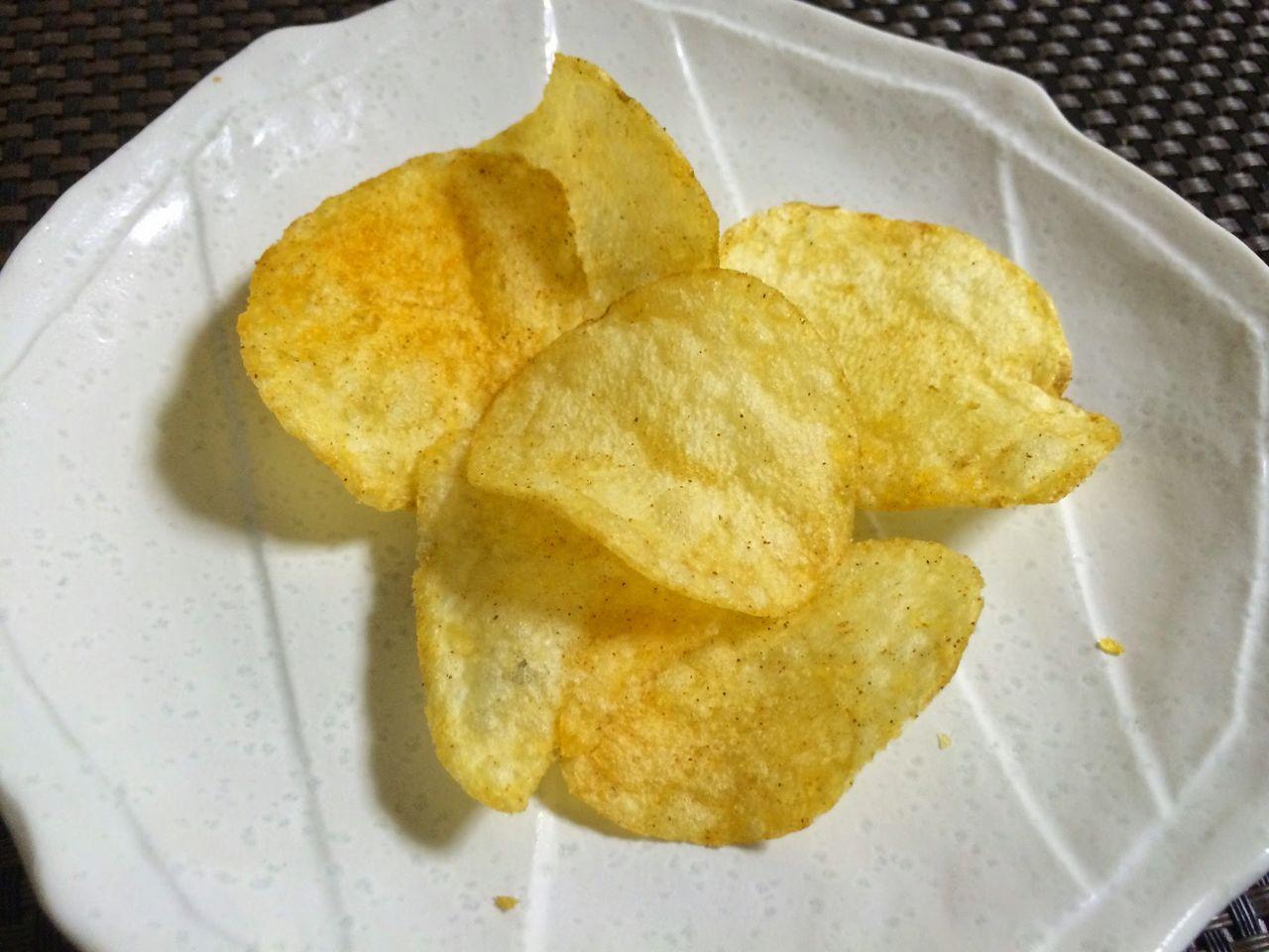カルビーの鉄板ナポリタン味ポテトチップス