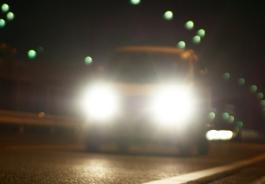 【交通法】歩行者への目つぶしも! 法律を盾にした常時ハイビーム運転者の迷惑っぷり