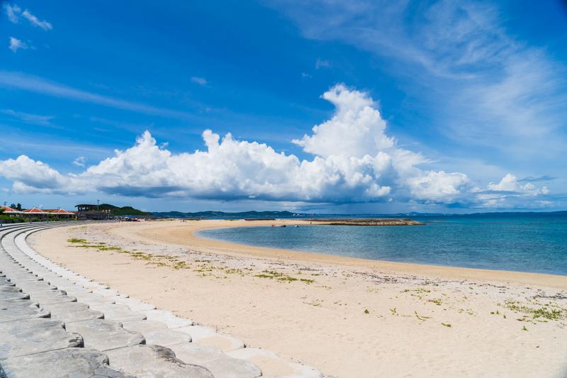 美しいビーチを散歩♪【沖縄・あざまサンサンビーチ】