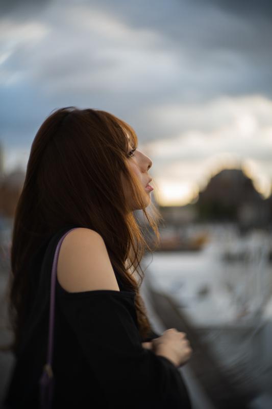 風が強い日の物語【モデル:nanaさん1】