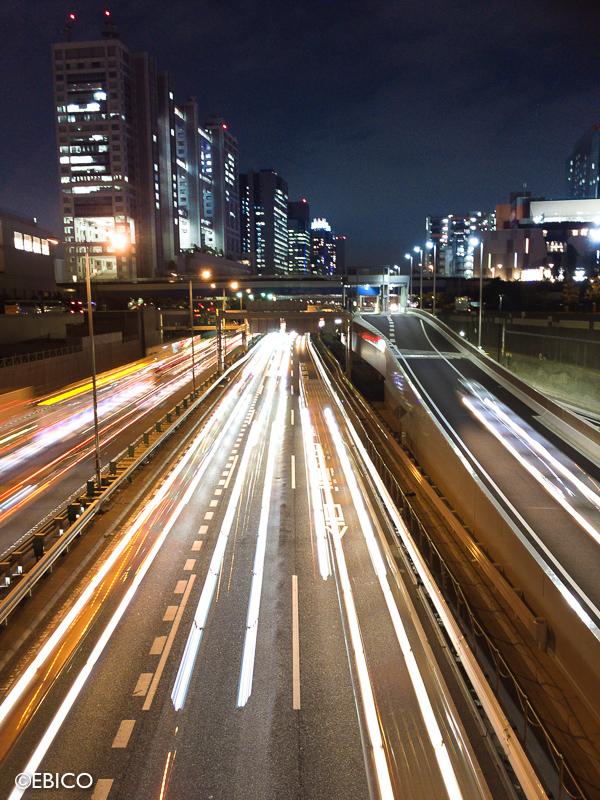 スマホアプリで撮影する夜の高速道路【iPhone6:slow shatter】