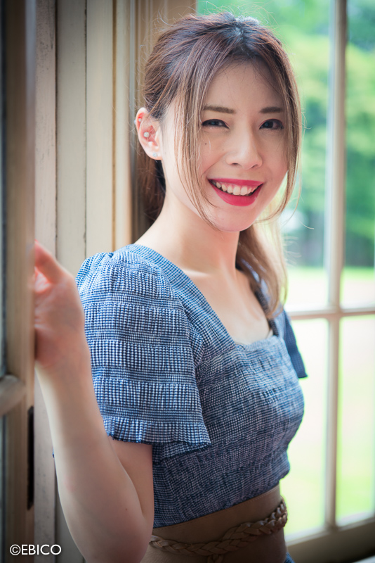 窓際の美しい彼女【モデル:あーのんさん】
