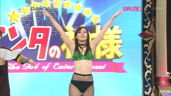 にしおかすみこ エロ TVで網タイツ姿のにしおかすみこが短パン穿いた状態からパンツを ...