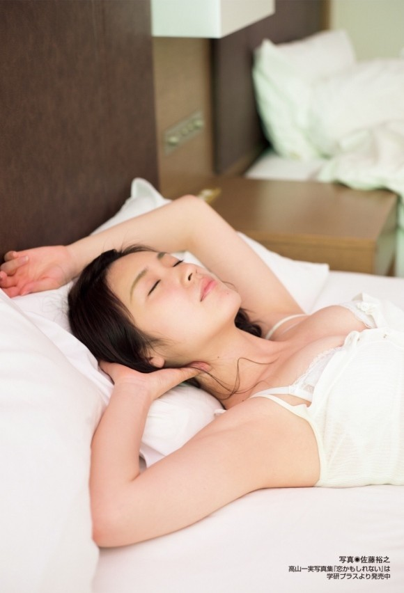 乃木坂46高山一実の新写真集未公開カットで乳首が見える