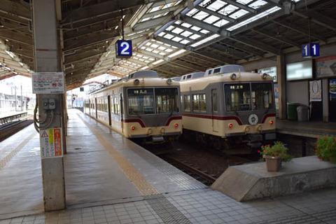 電鉄富山駅-立山と上市行