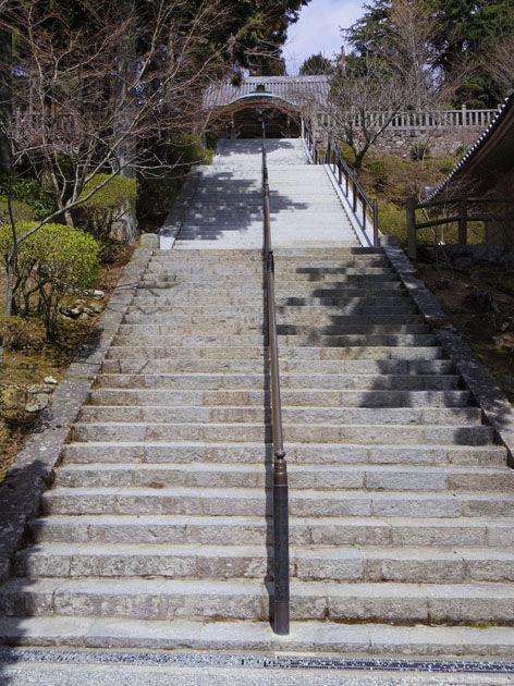 根本中堂への石段
