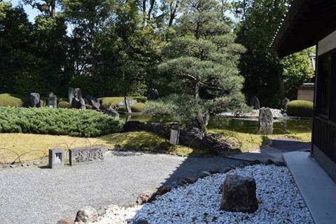 蓬莱の庭-右側