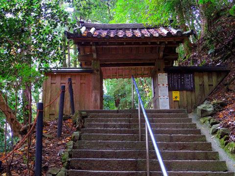 奥之院への門