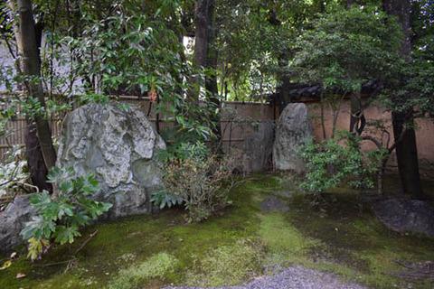 真如の庭-巨石