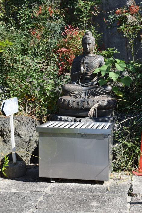 三重塔-付近の仏像-1