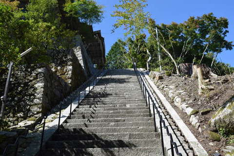 法曼院下の石段