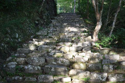 地蔵堂からの石段-1
