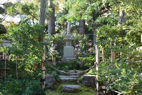 源頼政の墓所