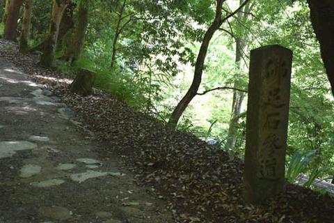 表参道-仏足石の碑