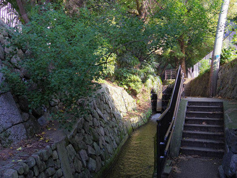 一条戻橋の下-上流