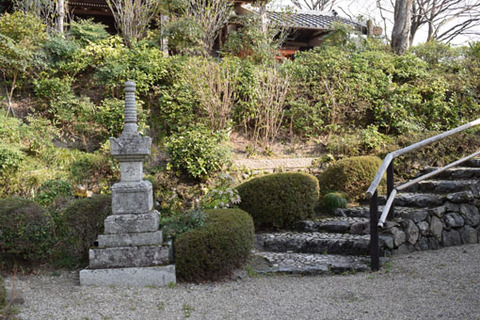 桂昌院廟への参道-1
