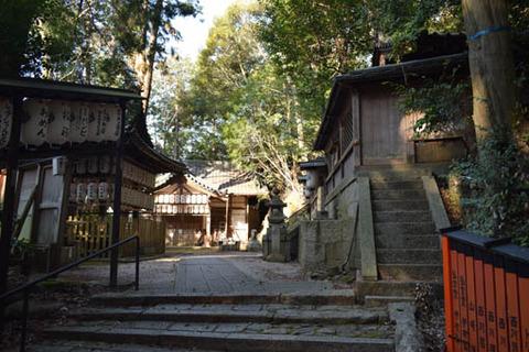 八神社-本殿と拝殿