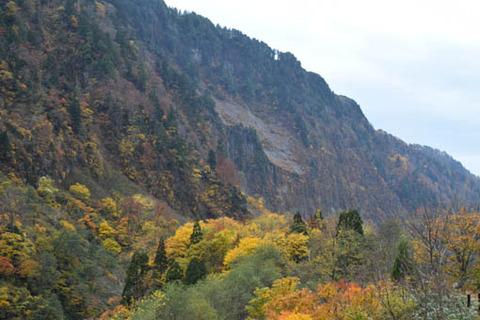 悪城の壁-登山道