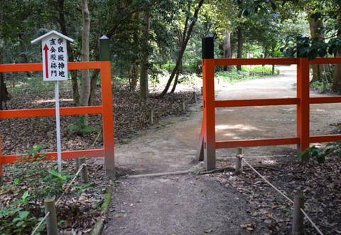 奈良殿神地への参道