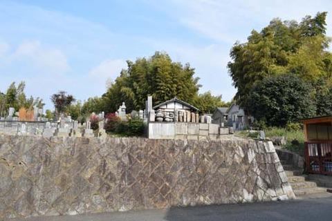 墓地への石段