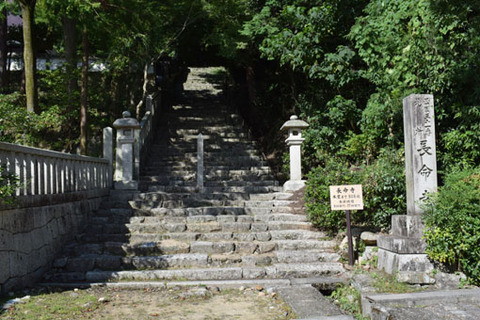 参道入口の石段