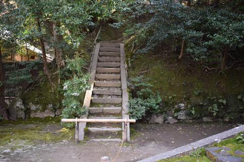 鐘楼への石段