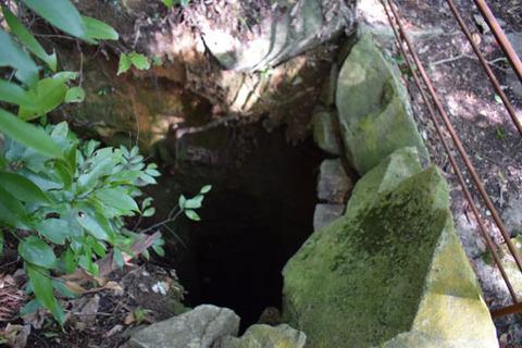 地主神社-穴