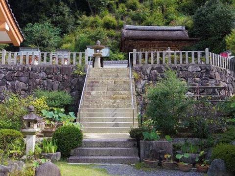 十八神社への石段