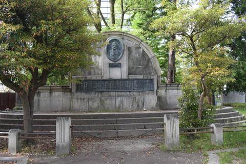 ワグネルの碑