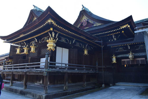 本殿‐楽の間と石の間