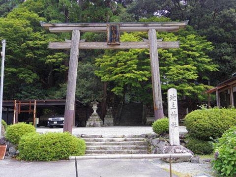 地主神社-鳥居