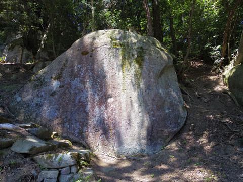 奥之院-正面の岩