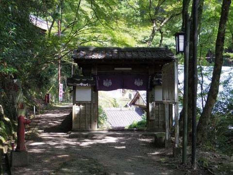 上醍醐寺務所の門