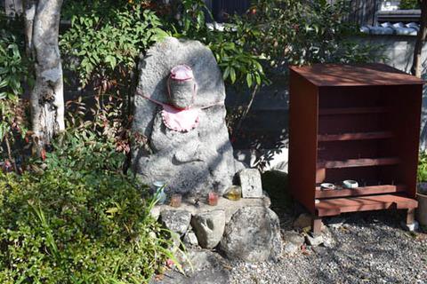 地蔵堂-石仏