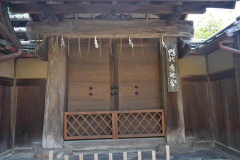 秀穂舎-華表門