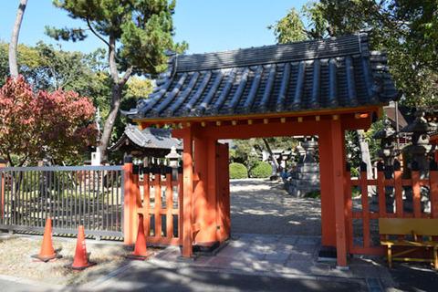 大海神社への門