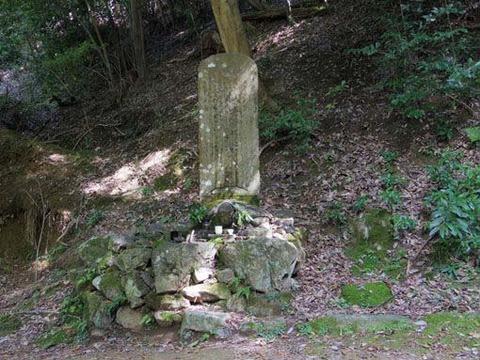 不明な石碑