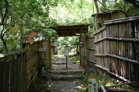 滝口寺入口