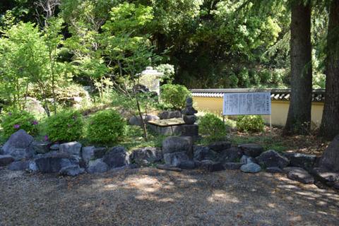 五輪塔の庭