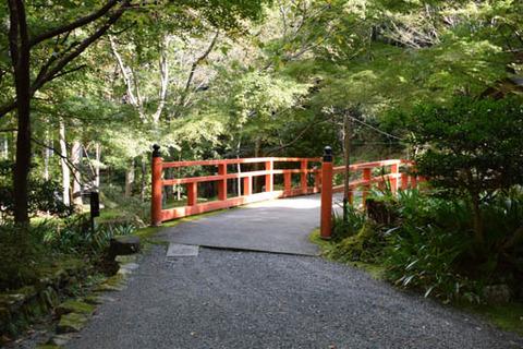 売炭翁石仏への橋