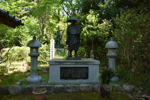 アジ山-修行大師像