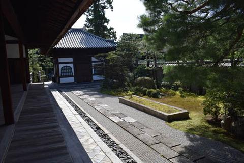 切石の庭-1