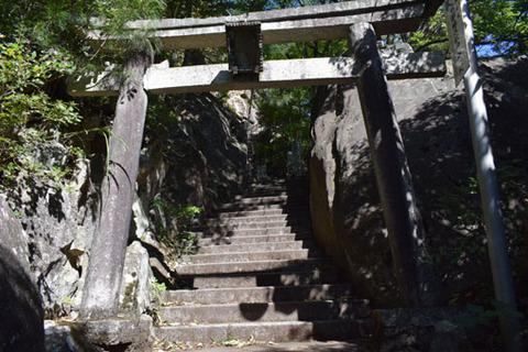 地主神社先の鳥居