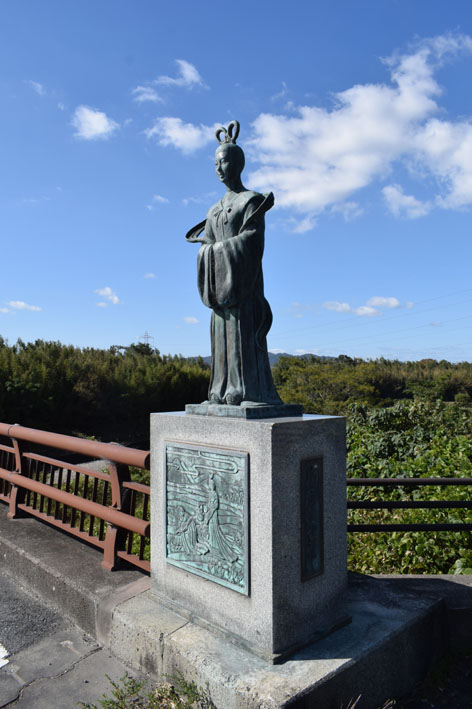 額田王-像